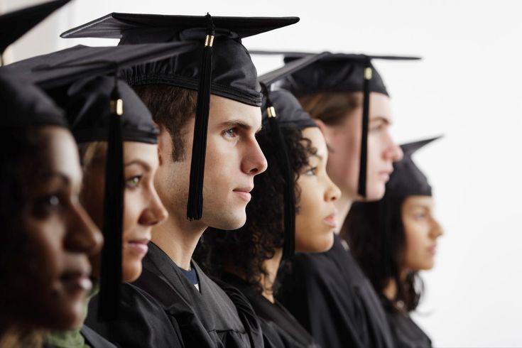 Las oportunidades de trabajo están creciendo para los graduados universitarios.