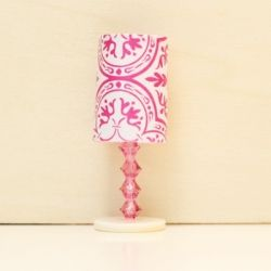 Create an easy dollhouse lamp with beads and paper