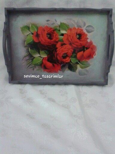 Kırmızı güller hediye tepsi