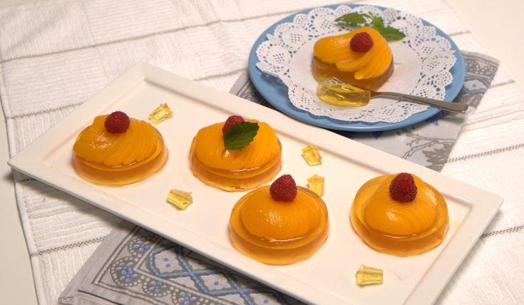 Fáceis de preparar, estas mini tartes vão fazer sucesso à mesa. Receitas com pêssego ou gelatina são sempre maravilhosas. ;) https://www.teleculinaria.pt/receitas/doces-e-sobremesas/mini-tartes-de-gelatina-de-pessego/?utm_content=buffera9ab6&utm_medium=social&utm_source=pinterest.com&utm_campaign=buffer