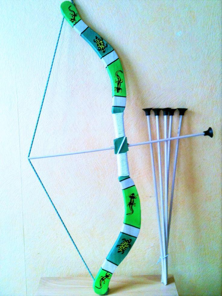 arc en bois avec 5 fleches   +  1 cible , pour enfant a partir de 5 ans