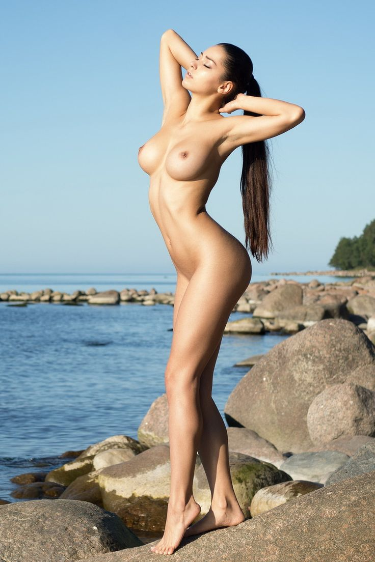 Fully Nude Women 14