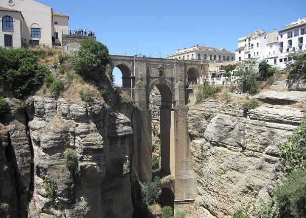 Zapraszamy w podróż do gorącej Andaluzji - stolicy Flamenco, Corridy a także regionu z największą ilością zabytków w Hiszpanii: Sewilla, Granada, Kordoba, Ronda