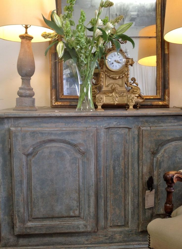 call it for the old master bedroom...matches the mirror shape, great clock, pretty bouquet, and great feel!