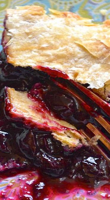 Concord Grape Pie. This is so similar to one I've made for years except with a streusel topping. Fantastic!