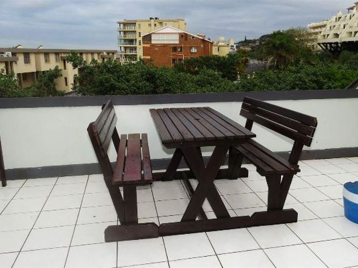 Dumela Flat 17 - Dumela Flat 17 can be found along the stunning South Coast, in the holiday resort town of Margate.The quaint flat features two spacious bedrooms and two bathrooms with an open-plan area, which comprises ... #weekendgetaways #margate #southcoast #southafrica