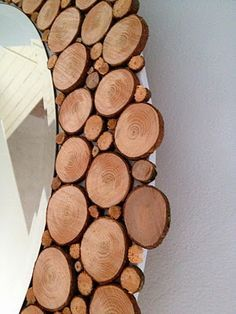 DIY A circular mirror with wood slices all around