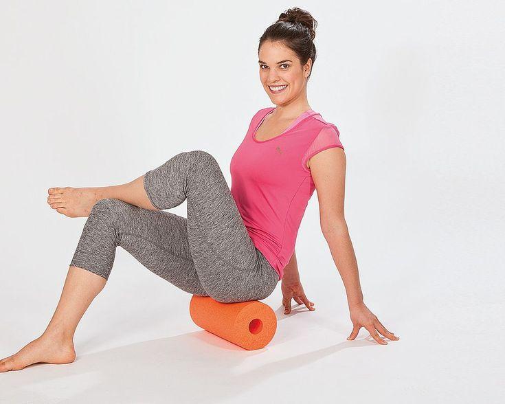 Mit der Schaumstoffrolle können Sie Ihre Faszien entspannen und regenerieren. Die besten Übungen für die Faszien finden Sie hier.