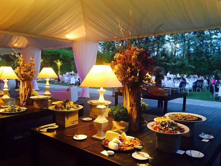 Rustic δεξίωση γάμου στους πανέμορφους κήπους του κτήματος The Residence, στην περιοχή του δάσους της Πάρνηθας.  Η #ARIAFineCatering επιμελήθηκε το μενού της εκδήλωσης, με σπιτική λεμονάδα και welcome cocktails, λαχταριστά ορεκτικά, δροσερές σαλάτες, κρεατικά, ζυμαρικά, γλυκά, φρούτα και φυσικά τη γαμήλια τούρτα!