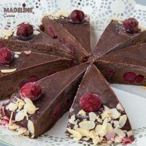 Tort raw de ciocolata si visine / Raw chocolate sour cherry cake - Madeline's Cuisine
