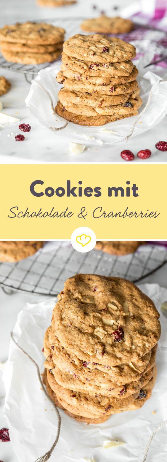 Cookies mit weißer Schokolade und Cranberries - So schokoladig, so fruchtig, so lecker, so … so einfach zu machen. Ja wirklich! In nur 25 Min kannst du losknuspern!
