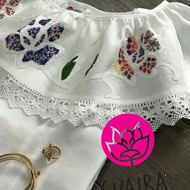 Detalles que enamoran!! El trabajo artesanal de lo hecho a mano, inspiradas en nuestro traje típico para que puedas lucir con esa falda o pantalón que guardas para esa ocasión especial! Se acercan las festividades de fiestas patrias y debes tener una pieza con toda la esencia de nuestro folkore para usar esos días! #modaPanamá #modaetnica #modaelegante #modaadictiva #PanamáStyle #creandomoda #rompiendolasreglas #PanamáesModa #creativasproduciendo #hechoamano #talcoalsol #joyastipicas…