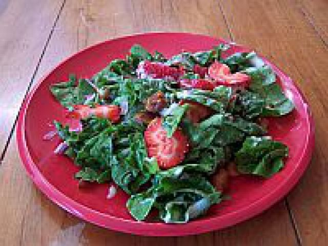 Great BBQ and picnic food ideas including this strawberry spinach salad recipe