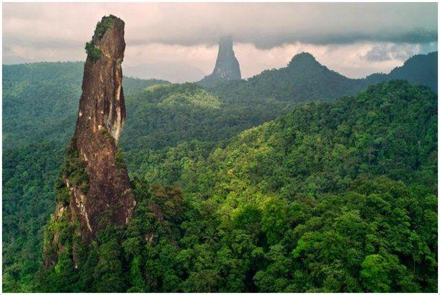 S. TOMÉ E PRÍNCIPE - ODISSEIAS NOS MARES E TERRAS: São Tomé – Acidente na escalada do Pico Cão Pequeno: sorrisos, sangue e pesadelo – O filme das imagens que antecederam o princípio de um longo calvário pelo interior da floresta equatorial