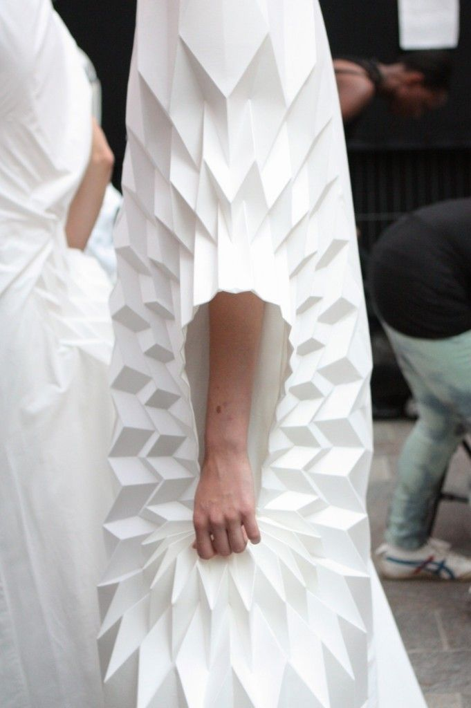 Yuki Hagino's designs are exquisite origami sculptures, with lots of interesting 3-dimentional details and shapes. Yuki was an Architecture graduate in Japan before coming to CSM to study fashion. We can see how she made use of her expertise in her designs to create these architectural and statuesque looks