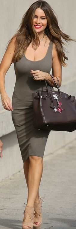 Who made  Sofía Vergara's pink charms, brown tote handbag, and tan suede platform sandals?