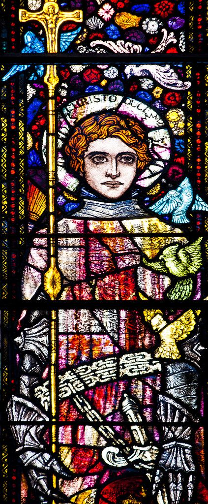 https://flic.kr/p/DoVb2o | NANTWICH, St Mary.   Harry Clarke. | One of very few windows in England designed by Harry Clarke.   This dates from 1919 and represents the Virgin & Child with St Cecilia on the left and Richard Coeur de Lion on the right, and is in memory of Mildred Clare Knowles who died in 1913 (and loved music, hence St Cecilia) and of her son, Richard Knowles who was killed in action in 1918.  Detail: Richard Coeur de Lion.