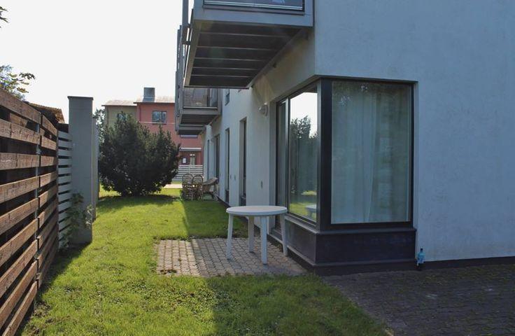 Väga heas korras hubane kahetoaline üürikorter Pärnus, terrassiga. Veel on vabu nädalaid juunis, juulis ja augustis. Nädala hinnaks 600 eurot. Augustis veel vaba ka 6-9.08, Kiirustage, augusti nädala hinnaks 550 eurot. Palun pange oma majutuse soovid sõnumitesse. https://www.facebook.com/photo.php?fbid=832569230152568