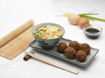 Szecsuáni húsgolyók tojásos rizzsel