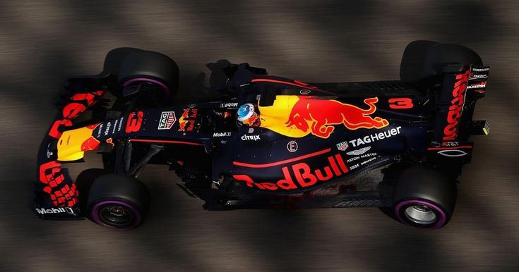 Daniel Ricciardo Thinks Red Bull Can Challenge For F1 Title In 2018 #F1 #Motorsport