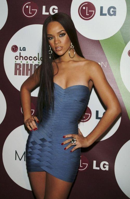 Rihanna sexy shirt pic