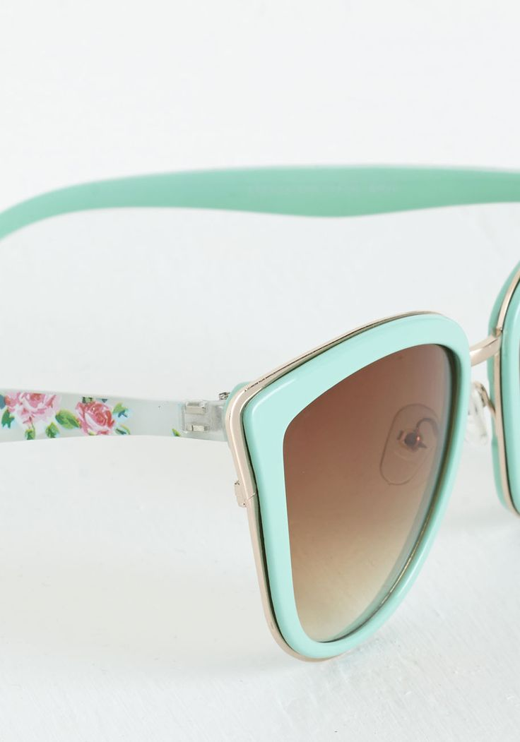 Rays Me Up Sunglasses in Mint Floral, I usually don't like sunglasses with a lot of color but these are quite cute!