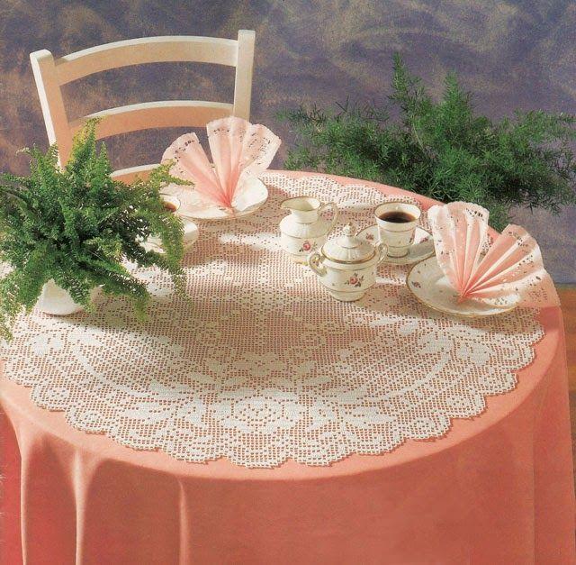 Hobby lavori femminili - ricamo - uncinetto - maglia: centrino grande da tavolo