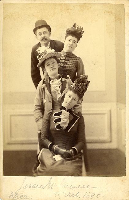 Awkward family portraits, April 1890-style. | Real People ...
