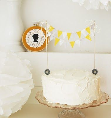 bolo artesanal / cakeCake Buntings, Sweets Cake, Interiors Design, Cake Decor, Rose Cake, Minis Cake, Simple Cake, Cake Toppers, Baby Shower