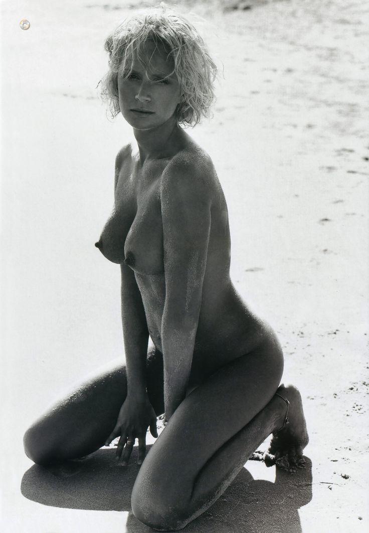 Monika Mrozowska - Playboy 10.2004 (1500×2163)