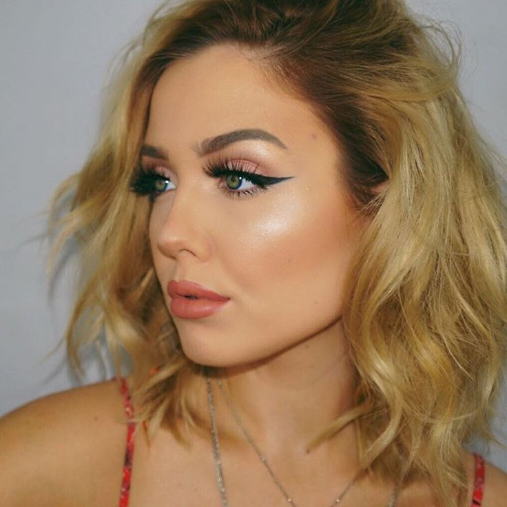 """3,717 Likes, 10 Comments - Official Avery McCain (@averymccain) on Instagram: """"Shine bright  Highlight: @thebalm_cosmetics Mary-Lou Manizer  Foundation: @marcjacobs and…"""""""