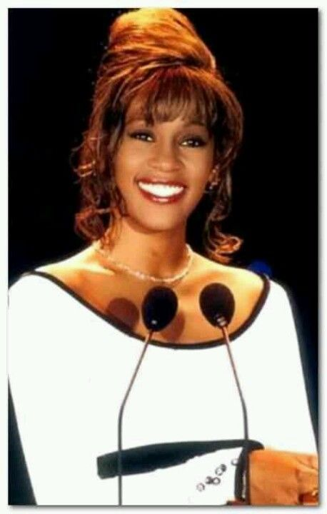 Gorg! Behind the smile, so much pain. #WhitneyHouston http://ozmusicreviews.com/whitney-houston-dies-in-the-la-hilton