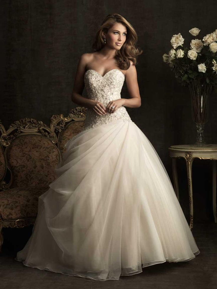 Romantic Wedding Dresses Organza Embroidery Ball Gown Sweetheart Neckline