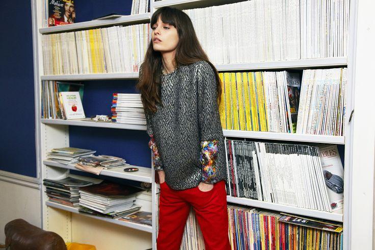 - Beck - T-Shirt en jacquard disco - Chase - Top en crêpe de soie imprimé - Jones - Pantalon en velours milleraie rouge