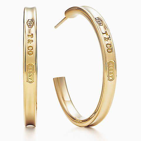 Tiffany 1837™ hoop earrings in 18k gold, medium.