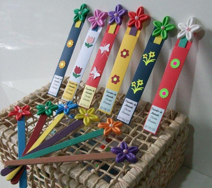 Porta Lixa de Unha. <br> <br>Produto feito com exclusividade da D' Luxo Art. <br> Feito 100% artesanal. <br> <br>Lindo porta lixa para dar de lembrancinhas para festa, brindes, encontros e aniversários. <br> <br>Podemos fazer personalizado. <br> <br>Produto acompanha: <br>Lixa de Unha colorida. <br>Porta lixa. <br>Flor de Laranjeira em EVA colorida. <br>Saquinhos plásticos transparente para embalar. <br> <br>Quantidade minima 50 unidades.