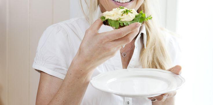 BN eats egg salad PR