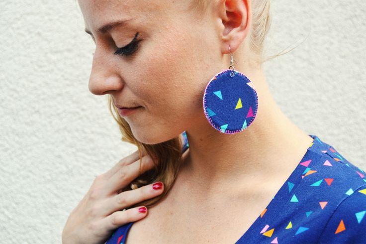 Stoffohrringe - Ohrringe rund bunte Dreiecke - ein Designerstück von JAQUEEN-handmade-streetwear-berlin bei DaWanda