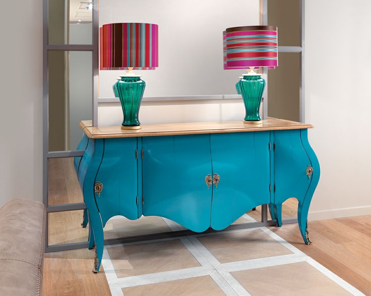 Of belief shape rounded, is Venetian style lacquered by hand