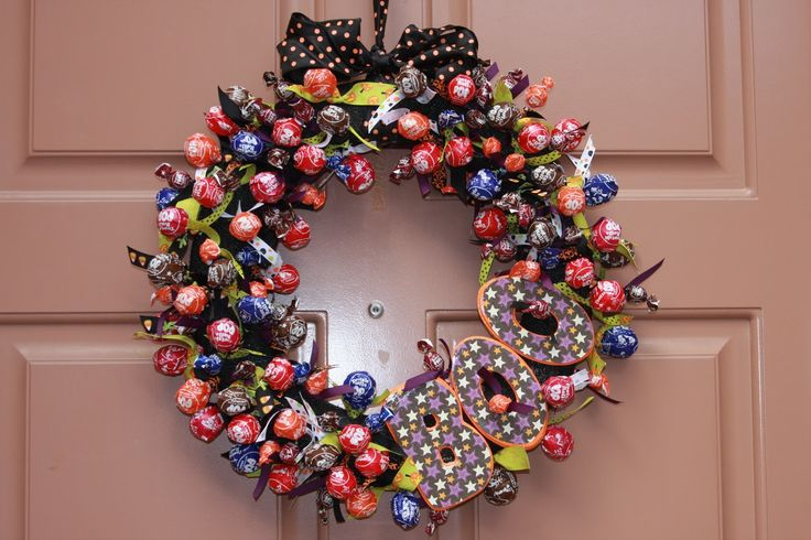 tootsie pop wreath: Holiday, Tootsie Pops, Craft, Beds, Wreath Ideas, Pop Wreath, Halloween Wreaths, Monkey