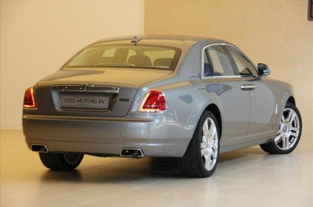Technische specs:  Aantal cilinders 12    Cilinderinhoud 6592    Vermogen 420 kw / 571 pk     Gewicht 2335KG    Carrosserie Sedan