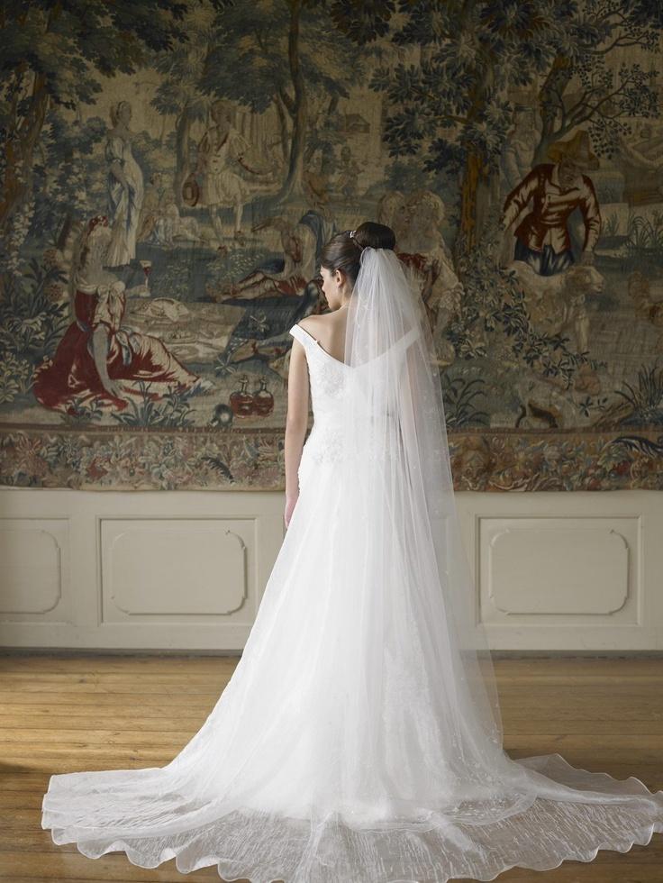 Evita Esküvői Ruhaszalon és Öltönyház :: Ajka Veszprém :: Menyasszonyi ruha :: Férfi öltöny :: Ékszerek, cipők, kiegészítők, kölcsönzés