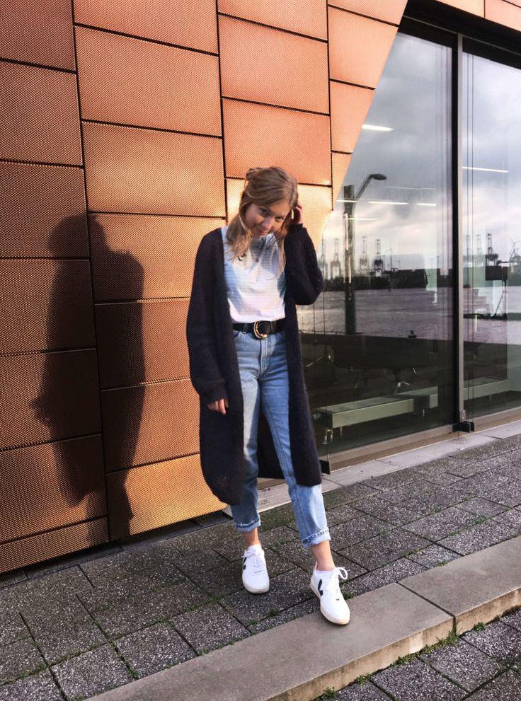 Slow Fashion Look mit Funktionschnitt - Shirt, veja Sneakers, Vintage Cardigan, secondhand Jeans. Mehr auf sloris.de <3