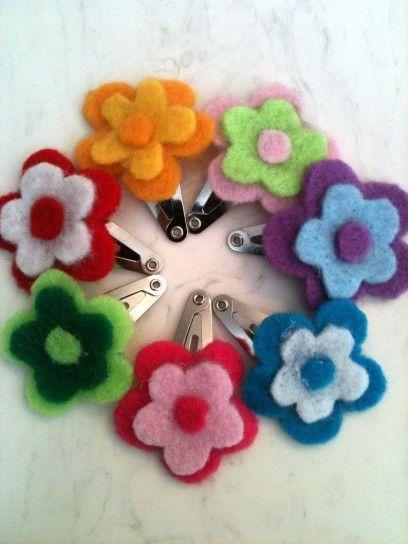 Mollette con fiori di feltro colorati