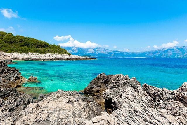 Lors d'un voyage en Croatie, ne manquez pas les plus belles îles de la côte croate. Déserte ou animée, petite ou vaste, aride ou verdoyante, chaque île de la Croatie mérite le détour. A vous de choisir parmi les 10 plus belles...
