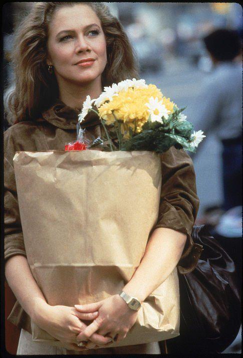 Joan Wilder - Kathleen Turner - Romancing the Stone 1984