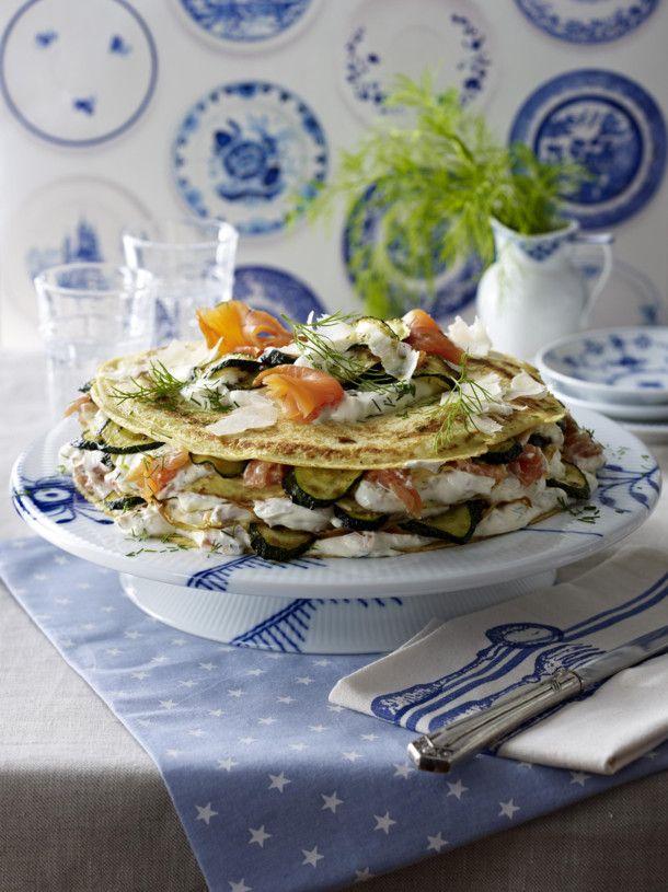 Unser beliebtes Rezept für Pfannkuchen-Torte mit Lachs und Zucchini und mehr als 55.000 weitere kostenlose Rezepte auf LECKER.de.
