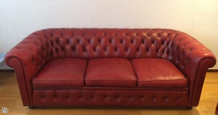 Säljer nu mina fantastiskt vackra Chesterfield soffor. De är av det svenska kvalitetsmärket Norell och tillverkade 1977. Trots sin ålder är de endast lite slitna och något torra i skinnet. De är inte alls nersuttna utan oerhört bekväma. Det känns ver...