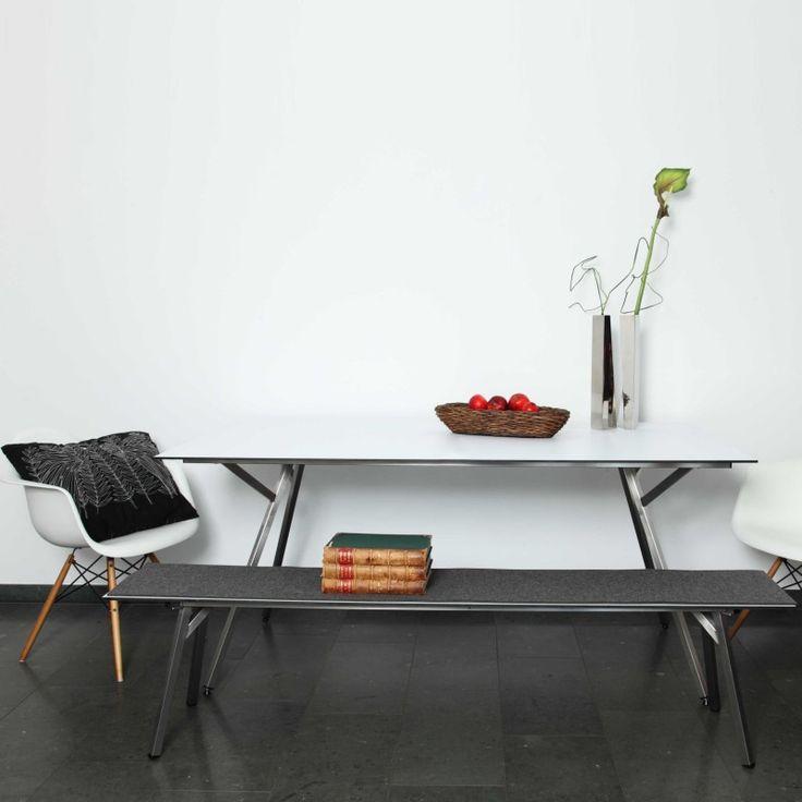 Egon Tisch von h + h furniture bei ikarus.de