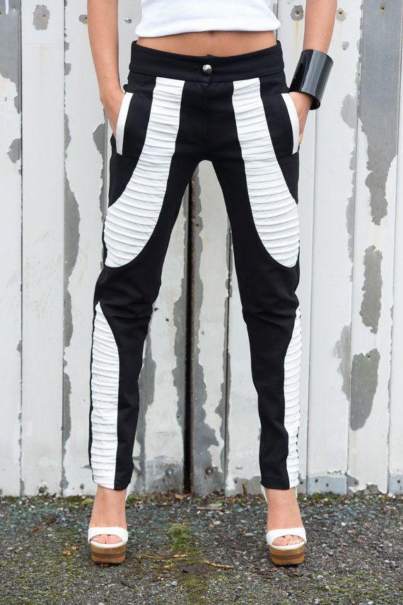 Zwart-wit broek / Slim Fit legging / lederen uitsparingen / sigaret Casual broek met METAMORPHOZA